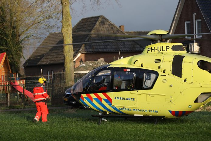 Bij een ongeluk in Herpen zijn twee mensen gewond geraakt.