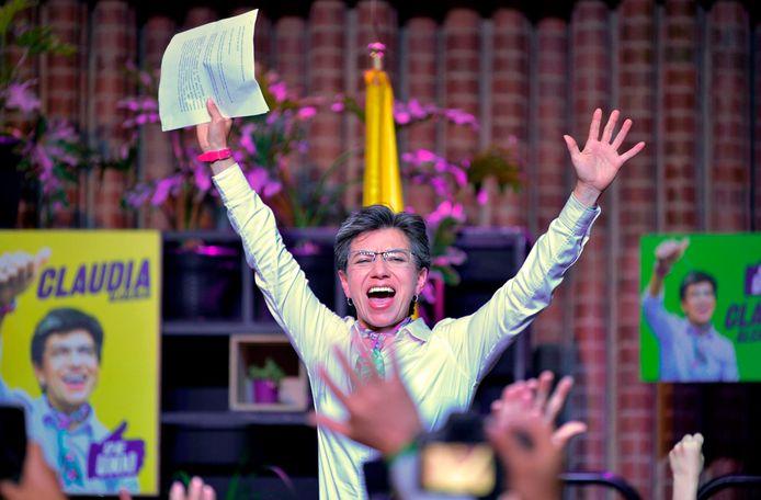Claudia Lopez  viert haar overwinning.