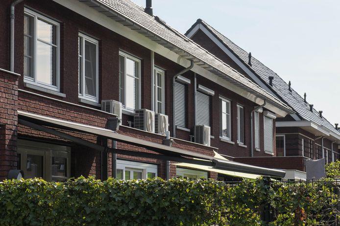 Nieuwbouwwijk De Bornse Maten, waar men deur aan deur een airco's lijkt te hebben, zorgt voor de groei van Borne