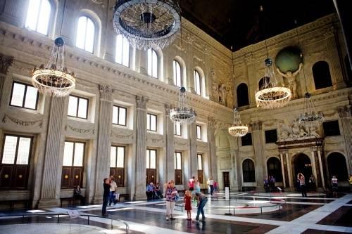 Expositie in paleis toont vele gezichten Dam   Binnenland   AD.nl