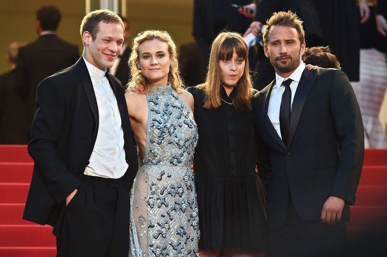Matthias Schoenaerts (r.) op de rode loper in Cannes, met de Franse acteur Paul Hamy, de Duitse actrice Diane Kruger en 'Maryland'-regisseur Alice Winocour. Beeld AFP
