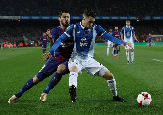Hermoso op een archieffoto in actie tegen Luis Suárez van Barcelona.
