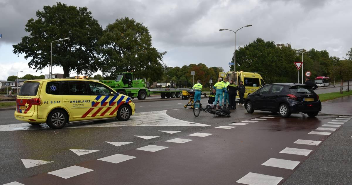 Fietsster zwaargewond bij aanrijding in Nijmegen.
