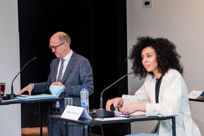 Vlaams Parlementslid Sihame El Kaouakibi (Open Vld) en haar advocaat, gewezen minister Johan Vande Lanotte, hielden maandag een persconferentie.