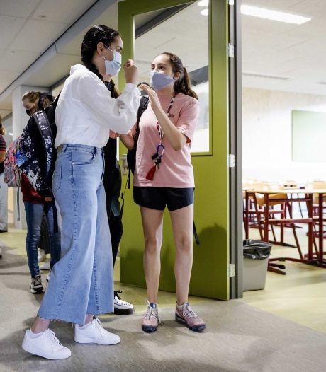Dringend advies aan leerlingen: draag mondkapjes in gang en aula