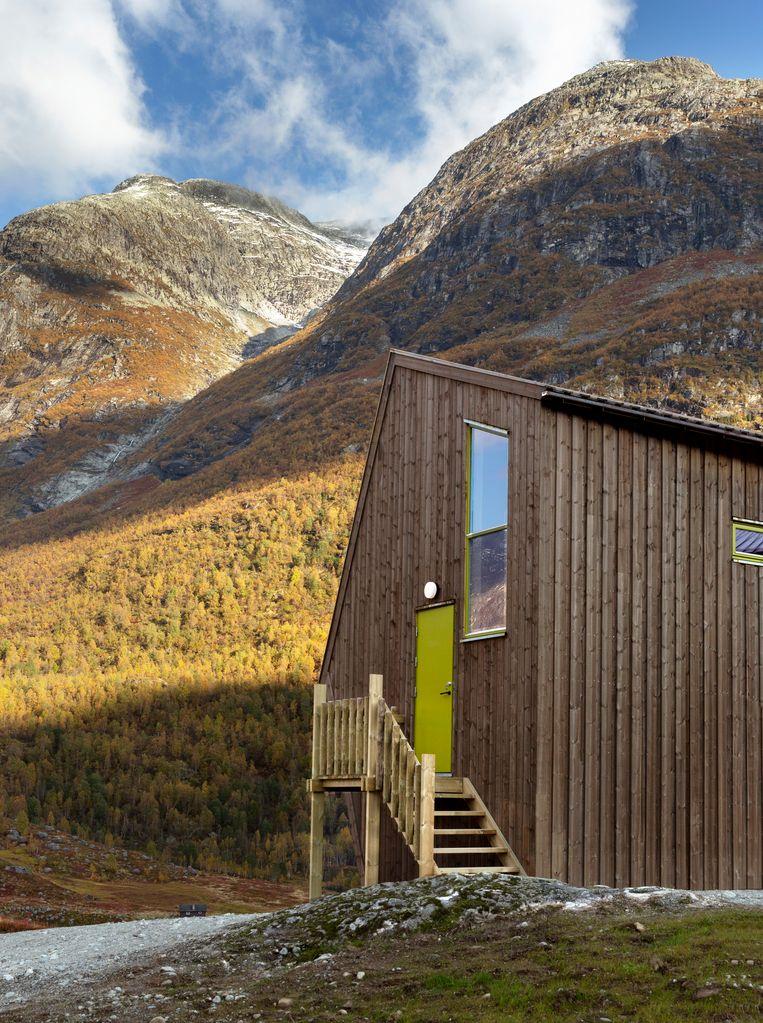 Ondanks hun opvallende vorm gaan de cabins op in de omgeving. Beeld Jan M Lillebø
