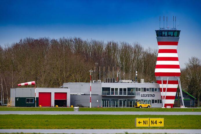 Lelystad Airport: er werd een poging gedaan de opening door te drukken, maar tevergeefs.