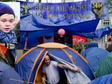 Kelly (14) gespot op Occupy-foto in Parijs