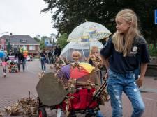 Regen tijdens kinderparade 62e Brabantsedag in Heeze