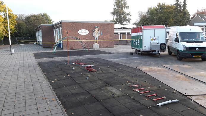Sloop bestaande basisschool De Troubadour begonnen met verwijderen asbest.