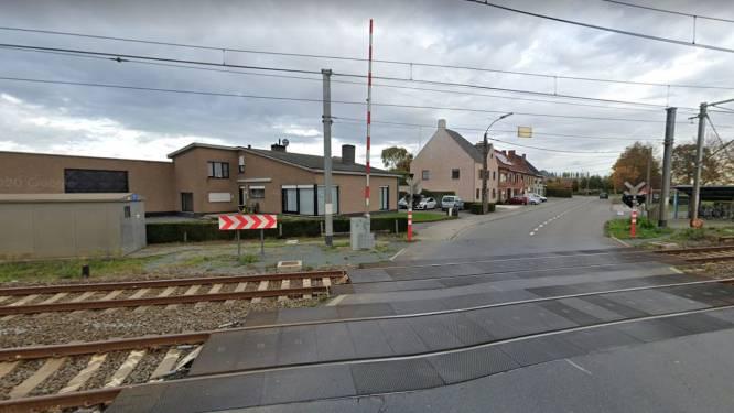 Werken aan spoorwegovergang in Aarsele