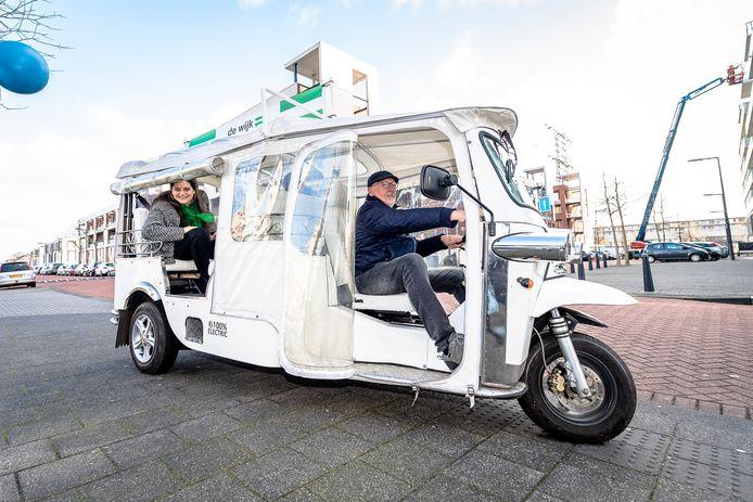 Wethouder Barbara Kathmann trok begin jaar per tuktuk door Nesselande. Ze zegt te werken aan een beter bestuursmodel 'dat recht doet aan iedereen'.