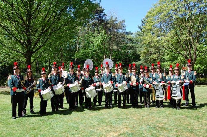 Groepsfoto van drumfanfare De Groeseindse Jagers in 2007. Inmiddels zijn er nog maar 18 leden.