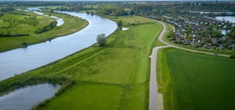 IJsseldijken tussen Zutphen en Doesburg worden versterkt: 'Doorbraak is helemaal niet aan de orde'