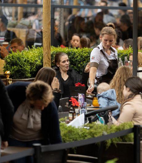 Terrassen en winkelstraten vol: is de consument zijn coronaspaargeld aan het uitgeven?