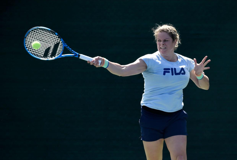 Kim Clijsters op de trainingsbaan in Dubai. Beeld Photo News