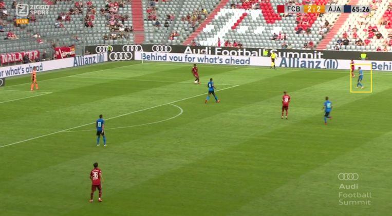 Berghuis doet fanatiek mee in de pressing. Beeld Screenshot Ziggo Sport