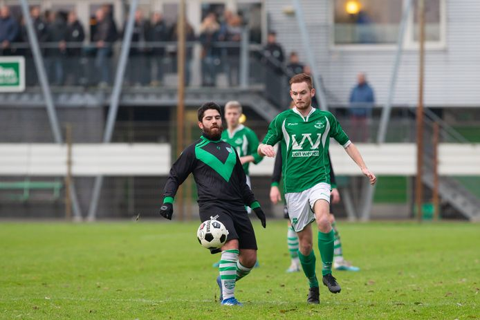 Yavuz Ozdemir (links) speelt volgend seizoen in het vierde elftal van Zwolsche Boys.