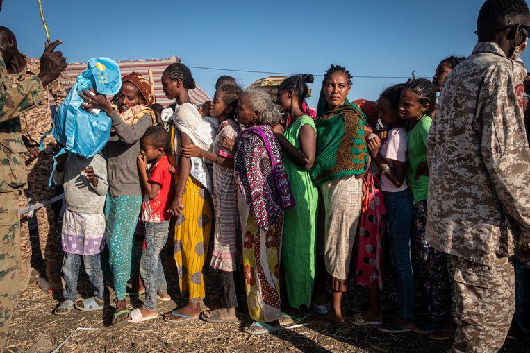 In het Soedanese vluchtelingenkamp Village 8 dreigen voedsel- en watertekorten nu gevluchte Ethiopiërs toestromen. Beeld Joost Bastmeijer