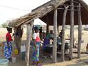 Deze buitenkeuken in Rundu is er mede gekomen dankzij bijdragen uit het onderwijs in Nieuwegein.