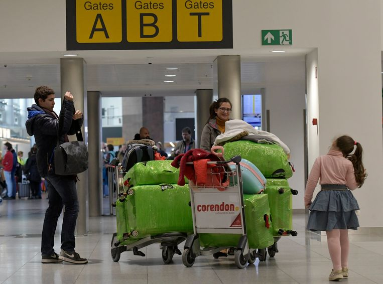 Beeld van gestrande reizigers op Zaventem. Beeld Photo News