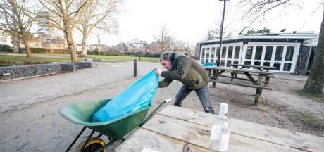 Horecabaas in een Hengeloos park: kassa leeg, afvalbakken vol