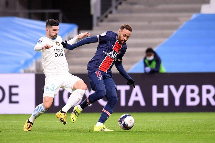 Neymar in duel met Alvaro Gonzalez.