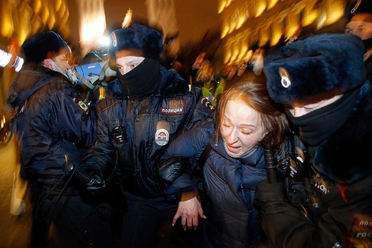 'Zo'n wilde demonstratie tegenhouden is lastig, en in eerste instantie hield de politie die groep rondrennende demonstraten niet bij.' Beeld AP