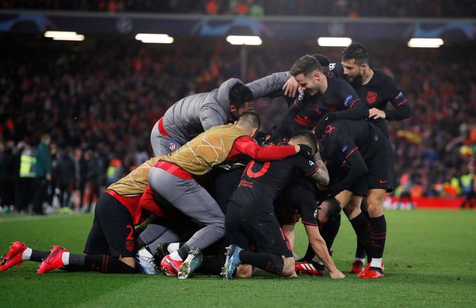 Atlético Madrid uitzinnig van vreugde na de 2-1 van Marcos Llorente.