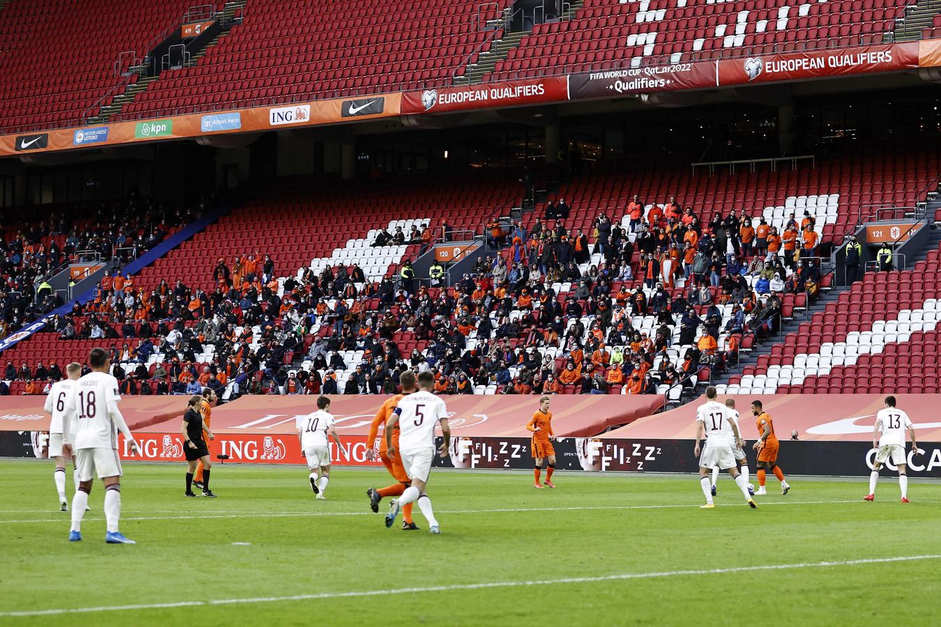 Supporters tijdens de wedstrijd tussen Nederland en letland in de Johan Cruijff ArenA.