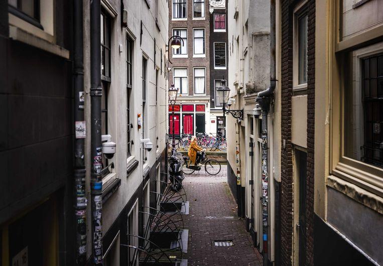 In de wijk Zeedijk genieten bewoners van de onverwachte stilte in het doorgaans erg toeristische Wallengebied. Beeld ANP