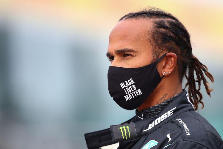 De Britse Formule-1-coureur Lewis Hamilton voerde actie voor de Black Lives Matter-beweging. Zoals hier voor de Grand Prix in Duitsland in oktober. Beeld Hollandse Hoogte/AFP