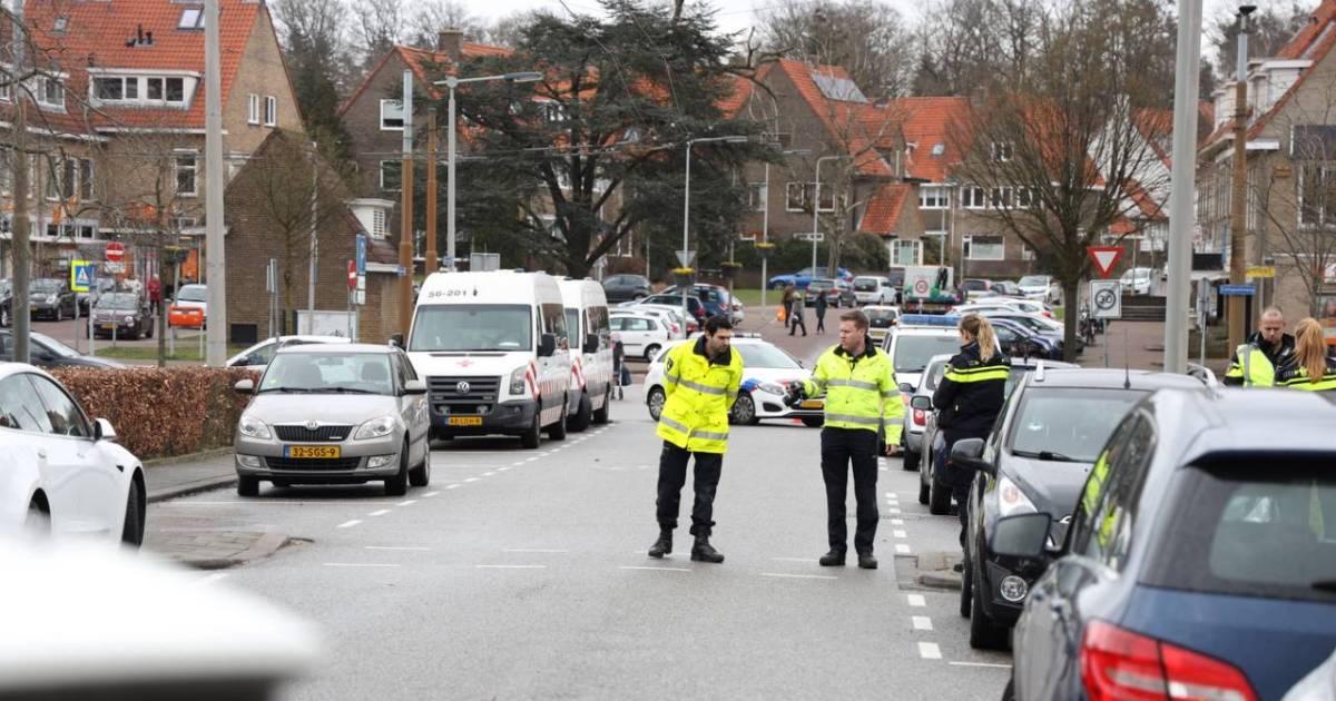 Kind ernstig gewond bij ongeluk in Arnhem; arts traumahelikopter stapt in bij ambulance.