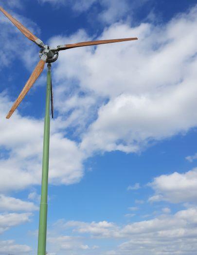 Melkveehouder Kisteman trotse bezitter van eerste kleine windmolen in gemeente Staphorst