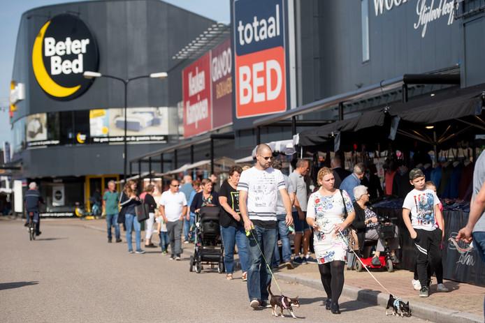 De zondag-braderieën trokken in 2019 heel wat bezoekers naar de Woonboulevard in Almelo.