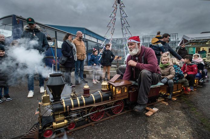 Kerstmarkt bij Stek, inclusief rijdende miniatuur stroomtrein voor de kinderen.