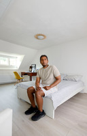 Sami op zijn eigen kamer.