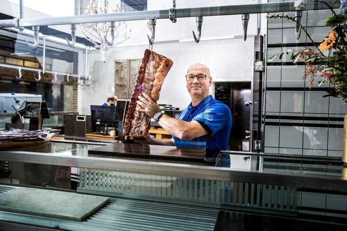 'Kwaliteit laat zich altijd verkopen, ook zonder het te etaleren', aldus slager Jan-Willem Tol in zijn winkel aan de Bergse Dorpsstraat in Hillegersberg.