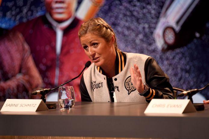 Schmitz in 2016 als presentatrice van Top Gear.