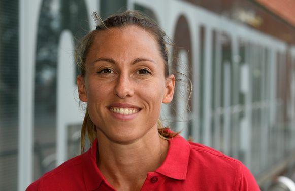 Sprintster Eline Berings brengt een bezoek aan de Jeugddag van de Vlaamse Atletiekliga.