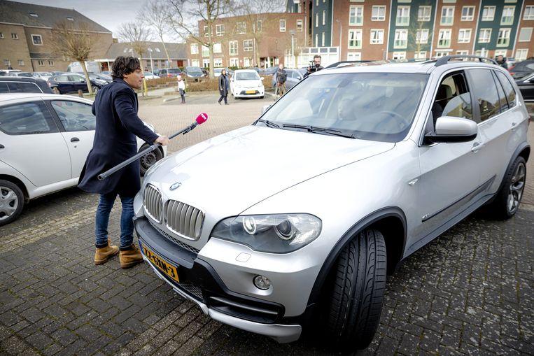 Een verslaggever van omroep Powned werd op de parkeerplaats van de Sionkerk bewust aangereden.  Beeld ANP