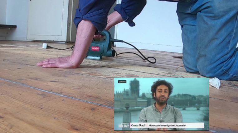 Kunstenaar Ghita Skali (28) had een stuk hout uit de vloer laten zagen. Beeld Filmstill