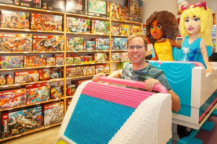 Pieter Boersma van Playtoday LEGO Shop Gouda in de kleurrijke Bobslee