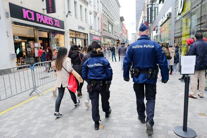 Policiers en patrouille, samedi dernier, à la rue Neuve, à Bruxelles