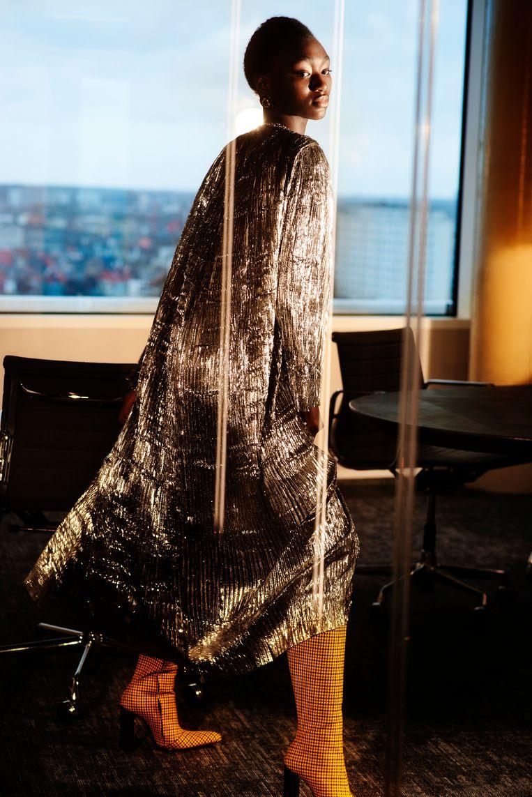 Jurk + laarzen: Balenciaga bij Louis. Ketting + kleine oorbel: Calvin Klein. Grote oorbel: All Blues bij Graanmarkt 13.  Beeld LALO + EVA