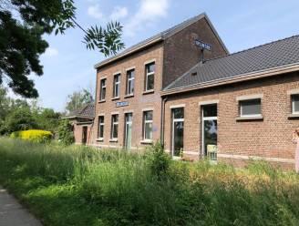 """Architectenkoppel opent zomerbar aan voormalig station van Oplinter: """"Een frigo en wat tafeltjes, en we zullen ook het gras maaien"""""""