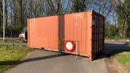 Cordon in het echt: Hoogstraten sluit kleine sluipwegen tussen België en Nederland met containers af