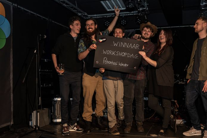 Potential Wonder rolde gisteren als winnaar uit de bus tijdens de laatste voorronde van muziekwedstrijd Spectra.