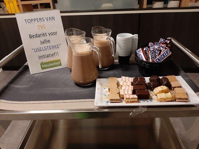 Warme chocolademelk, koekjes en een bedankje voor de spelers van TVC '28 onder 15 jaar.