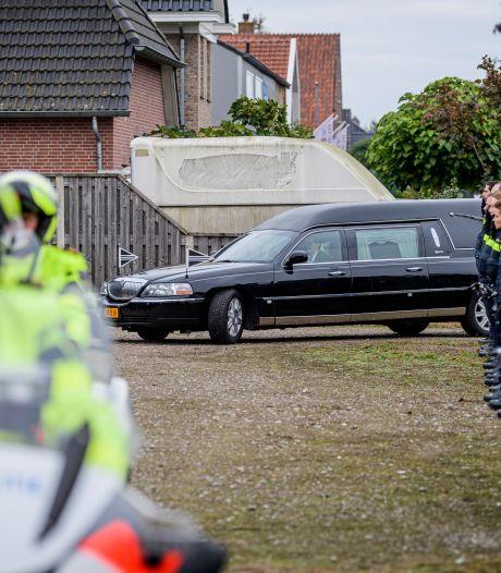 Tientallen agenten bewijzen overleden jeugdagent uit Westerhaar laatste eer: 'Hij was niet de 'bad cop'